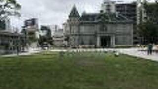 歴史の那珂川沿いの旧福岡県公会堂貴賓館