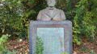 K.Wハラタマ博士顕彰碑