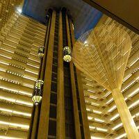 ホテル内側が吹き抜け構造