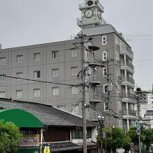松江シティホテル本館(奥の時計台は別館)