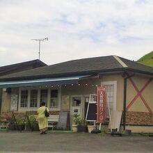 敷地内のパン屋さんの店舗