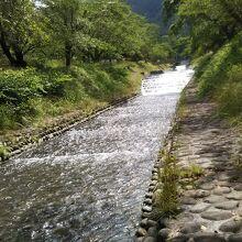 川の流れはきれい