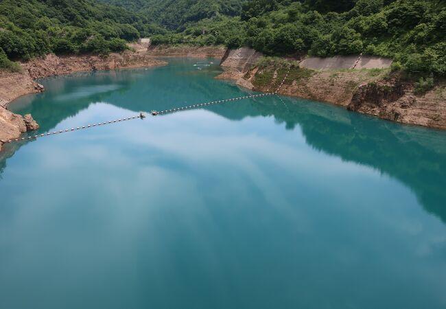 四万ブルーの湖