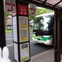 上山へ行くバス。