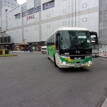 きれいなバスです。