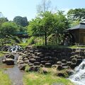上越新幹線上毛高原駅の下にある、広い遊び場のある道の駅。