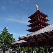 塔のてっぺんの美しさがさらに強調