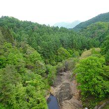 堤高42メートルからの眺め