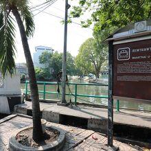 Mahatthai U-Thit Bridge