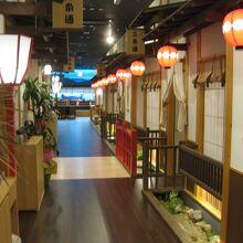京都の小路風店内。雰囲気あります♪