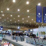 JAL専用カウンターが欲しい シャルルドゴール空港