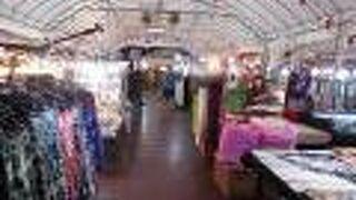 アヌサーン市場