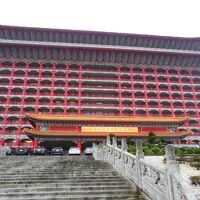 巨大なホテル