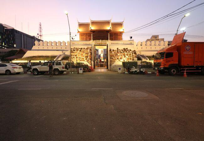 チュムポーン門