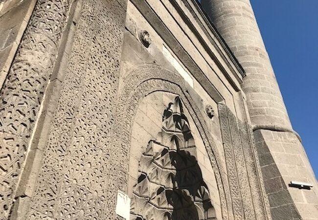 ハチ キリュスク モスク