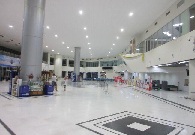 ピサヌローク空港 (PHS)