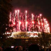 開会式夜、国立競技場外苑前口外は大賑わい