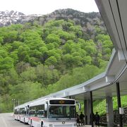 関電トンネル電気バスで到着
