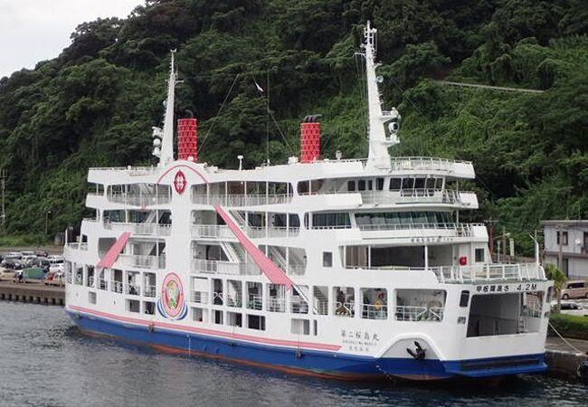 錦江湾を横切る航路、24時間運航