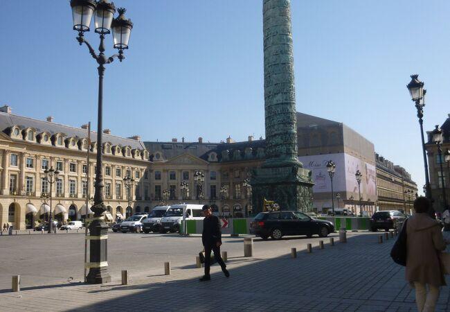 オリベスクが建つ広場