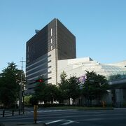 汐留シティセンター内にあります。
