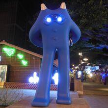 入り口で青のモンスター