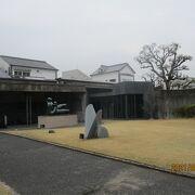 日本の洋画とオリエント美術を展示