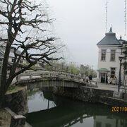 美観地区中央の太鼓橋