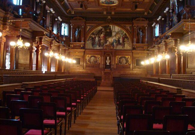 伝統と格式が感じられるハイデルベルグ大学講堂