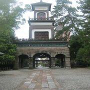 美しい神門や庭園が素晴らしいです!