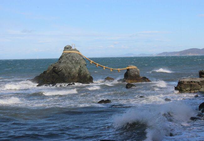 二見夫婦岩の注連縄張り