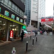 JR熱海駅周辺のアーケード商店街