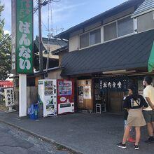 喜多方ラーメンの人気店、スープはあっさり薄味で麺はやわらかめ
