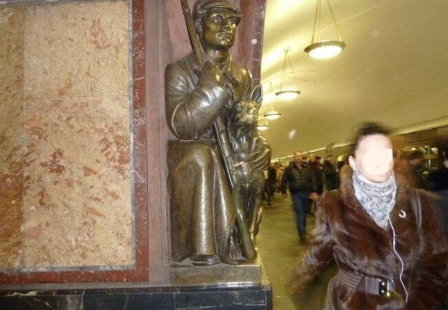 プロシャーチ レヴォリューツ駅