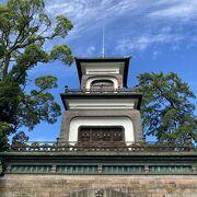 オブジェが楽しい利家公とおまつの方が祀られた神社