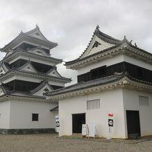 天守閣は再建、台所櫓、 高欄櫓は江戸時代からの建物です