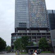 東京駅からみて向かって右