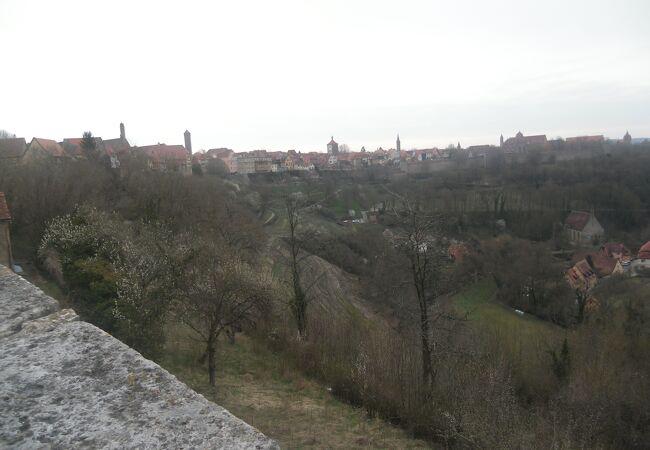 旧市街の西にある渓谷