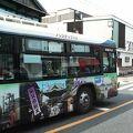 沿線の観光名所をデザインしたバスが楽しげでした