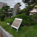 子規の句碑 (松山駅前)