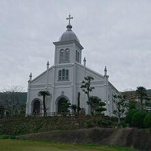 丘の上に建つ美しい教会