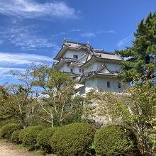 伊賀鉄道・上野市駅からすぐ!日本100名城の白亜の城