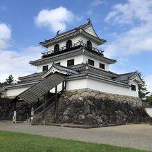 木造により忠実に再建された天守を持つ、続100名城のひとつ
