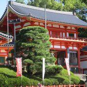 四条通の突き当りにある神社