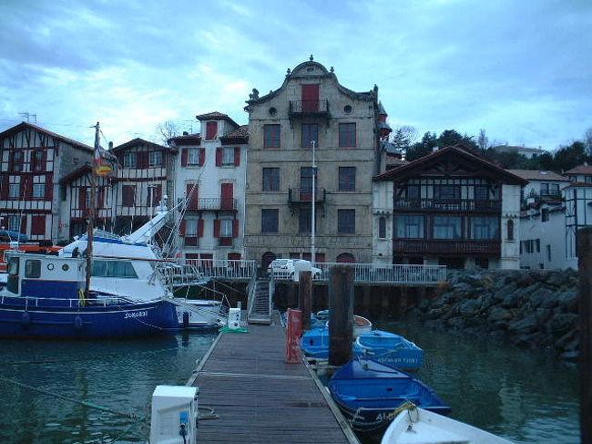 フランスとスペインにまたがるバスク地方。何となく日本人に似ているとても親切なバスク人。料理も最高、海あり山ありの自然に恵まれたバスク地方を写真でご紹介します。<br />le Pays Basque バスク地方本館http://naobasque.exblog.jp/もご利用ください。フランスへ出発する前に是非フランス落書き帳http://naoparis.exblog.jp/もどうぞ!!