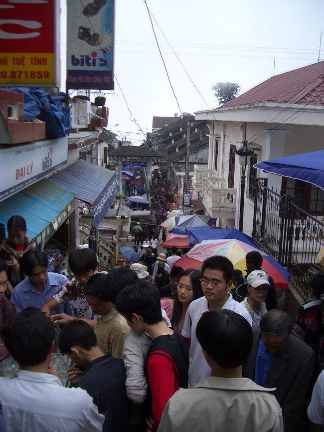 ベトナムに行ってきました。ハノイ>サパ>ハノイという旅程です。北部の避暑地サパは観光地化されたきれいな町ですが、市場は地元の人々で活気づいています。