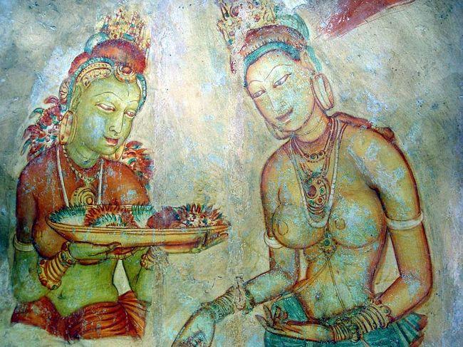 スリランカ・Sri Lanka [光輝く島]を意味する。<br />日本から約9hで行けるインド洋上に位置する島国。日本との共通点は、仏教国であること、米を主食とし、島国であること。これらの共通した環境条件が、意外にも親しみや似た考え方を持つという。北海道を一回り小さくしたほどの大きさであるが、世界遺産は7つもあり、熱帯性の美しい花々や果物が豊富、美しいビーチ、美味しいセイロンティーの本場などなど面白い中身でいっぱい!行って見ると思わぬ穴場であることに大満足!行って見ないとこの感動は得られないだろう・・やはり旅は楽しい!<br />本文は http://yoshiokan.5.pro.tok2.com/sri/nori145sri.html