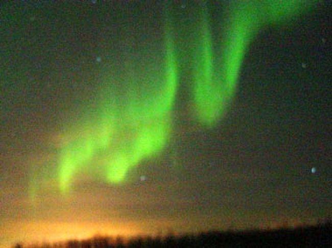 大自然の旅もだいぶ歩いてきた!<br />昨年は5大陸を走破!最後の仕上げ・・とくれば何といっても、地球規模から宇宙規模の旅・・オーロラ!<br />これ以外にはなかろう!NHKの南極・北極 同時中継の映像は<br />万人の心を大きく揺すったに違いあるまい。それ程壮大且つ<br />神秘的な輝き、色合い、形、動き・・など。誰しも一度は自分の目で直接みて確かめてみたいと思うだろう・・。<br />しかし、−35℃の世界に耐えられるだろうか・・不安がよぎる。<br />初めての未知との遭遇、それがまた旅のおもしろさ・・と言うことか。<br />今回もまた、感動の連続に、生きている実感を得る!<br />また行きたくなる!期待通りの素晴らしい所だった・・!<br />行って見ないとこの感動は得られないだろう・・やはり旅は楽しい! <br /><br />詳細は<br />http://yoshiokan.5.pro.tok2.com/<br />旅いつまでも・・★画像 旅行記<br />をご覧下さい。