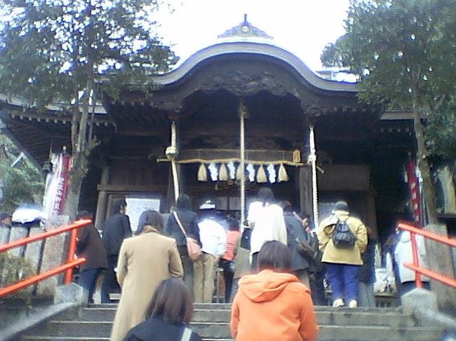 2005年の私の願いは・・・新しい出会い!!!<br /><br />ということで、「太宰府天満宮」への初詣の帰りに、福岡県太宰府市の「宝満山」の麓・・・「竈門神社」に参拝してきました。<br /> ここは「縁結びの神様」が住んでいらっしゃいます。<br />今年こそ「あの人と・・・」と思われる方は、ぜひ、訪れてみて下さい。 きっといい「出会い」・「再会」がありますよ!<br /> 私にもあるかなぁ〜?