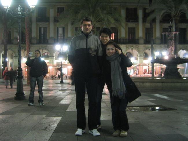 """英語ちょっとしか話せない・・・スペイン語は皆無・・・<br />でもツアーは嫌!!という私達のワガママを聞いてくれたのが<br />""""カタルーニャ観光""""デシタ☆☆<br />通訳・観光ガイドは当たり前!!<br />何より私たちだけにバルセロナを案内してくれて大感激♪♪<br />歴史文化の説明はすごく分かりやすく教えてくれましたよ〜。<br />移動は公共機関を使うので直ぐに現地にとけ込めます♪<br />他にもアジア人が殆ど来ない町や田舎のレストランにも<br />連れて行ってくれ、しかもこのお店カナリ美味しかったデス。<br />ブランさん!!ムッチャス・グラッシアス☆☆<br />サッカーは日本でチケットを取っていたので<br />「津波チャリティーマッチ−世界選抜VSヨーロッパ選抜−」<br />を見ました☆ヒデ・ロナウジーニョ他やっぱり本場はカッコイイィィィ☆<br /><br />"""